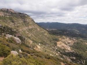 El Montsant amb l'ermita al fons